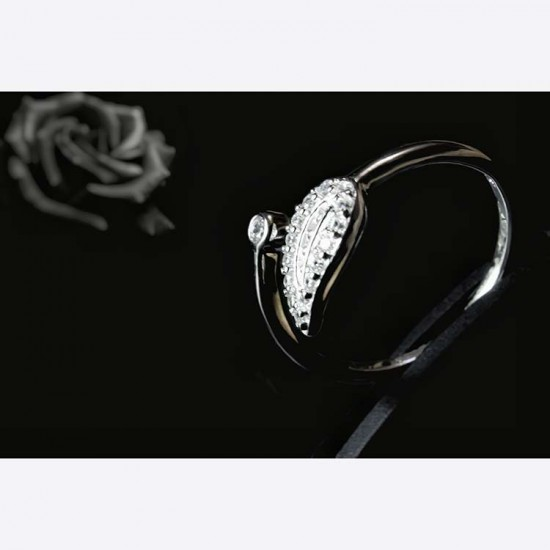 Reina Zircon Studded Leaf Ring