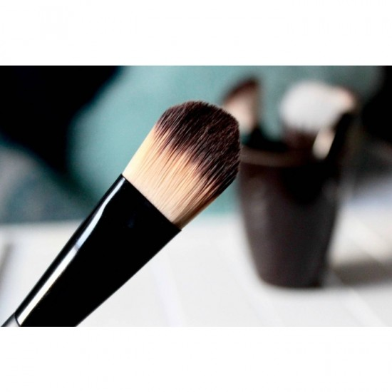 L'Oreal Infallible Concealer Brush