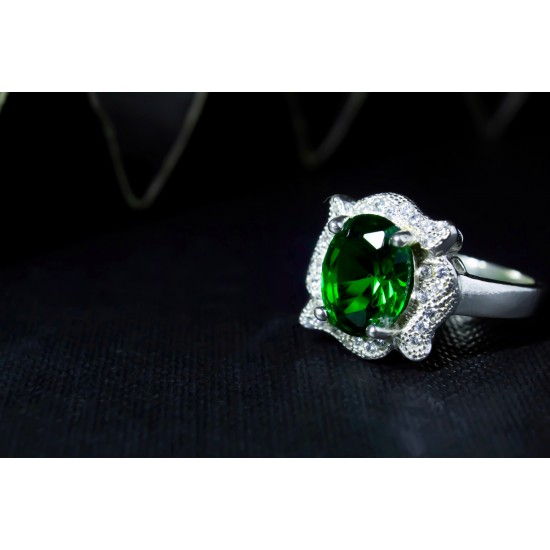 Reina Vintage Green Emerald Silver Ring