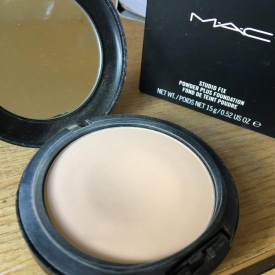 MAC Studio Fix Powder Plus Foundation - NW 15